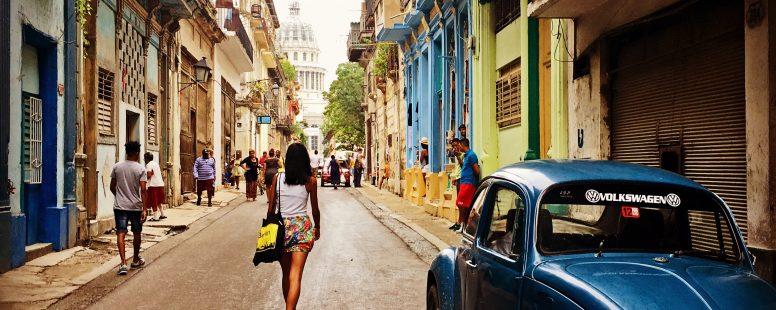 Paseo por la Habana Vieja con el Capitolio al fondo