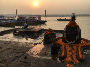 Celebrar cada amanecer en Varanasi